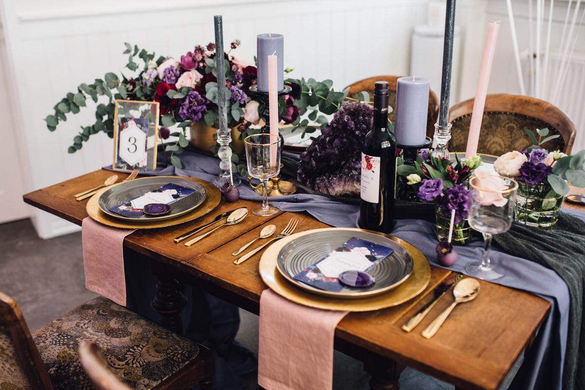 Hochzeitseinladung Ultra Violet Tischdekoration Hoher Darsberg